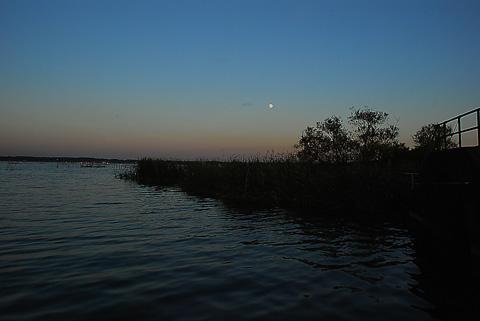 十五夜前夜の月