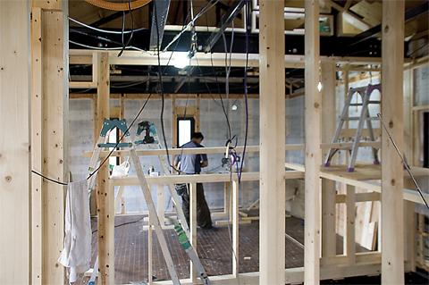階段と部屋を繋ぐ開口部の下地