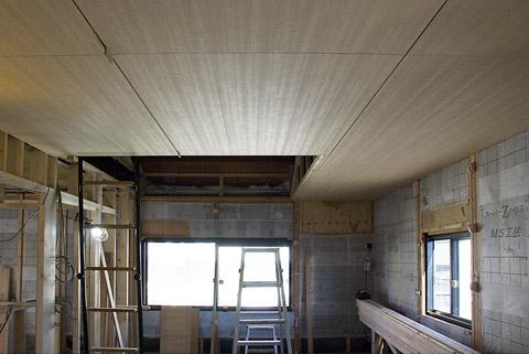 寝室白ラワンの天井