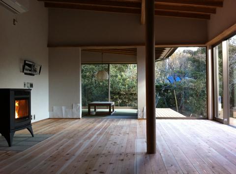 印旛の家 家族室とペレットストーブ