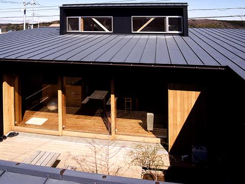 屋根から中庭