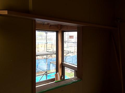 2階寝室開口から吹抜けを見る
