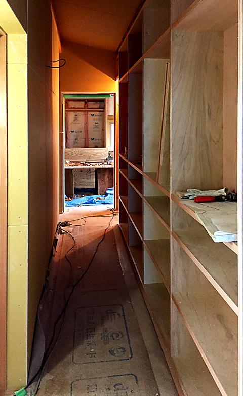 2階廊下本棚