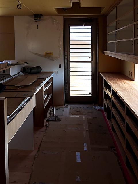木工事完了時のキッチン