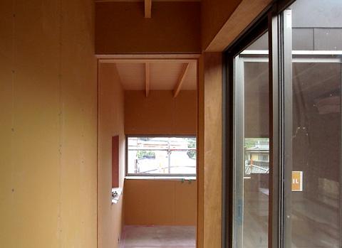 天井あらわしの廊下