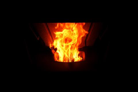 印旛の家 ペレットストーブ 炎