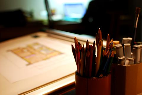 色鉛筆越しの平行定規