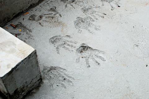 土間の手がた 拡大