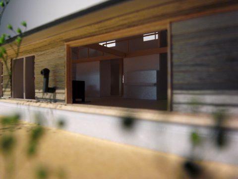 白子の家2回目模型南東より木製全開サッシ