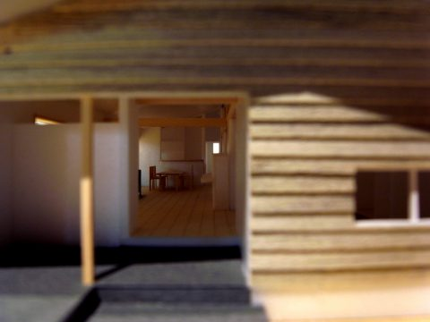 白子の家2回目模型東側玄関から家族室を見通す