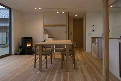 西船の家のペレットストーブのある家族室