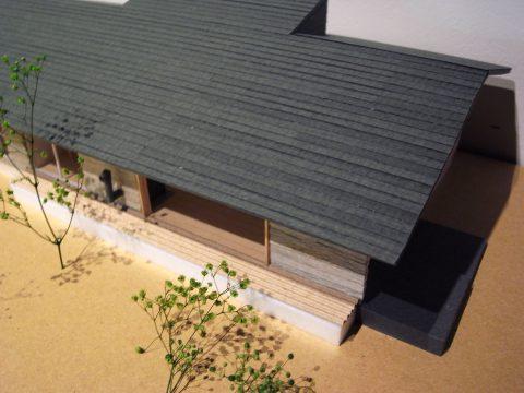 白子の家2回目模型南東上から