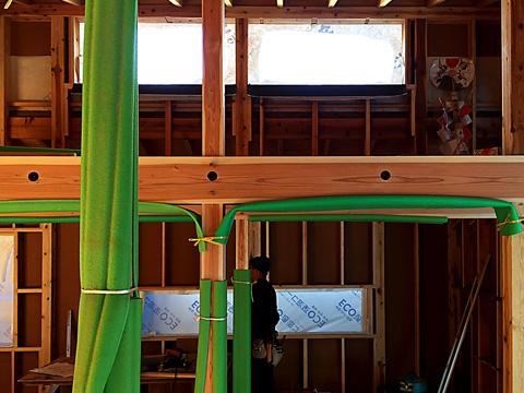 家族室からロフトの窓(下地)