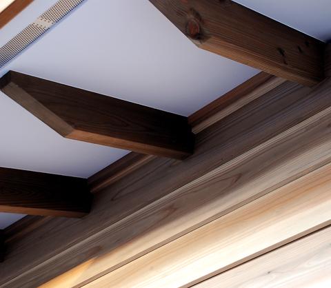 化粧垂木と軒天と外壁