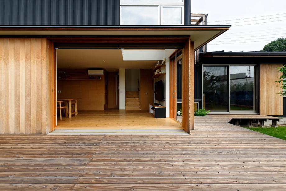 木製サッシに60センチの庇をかけた家