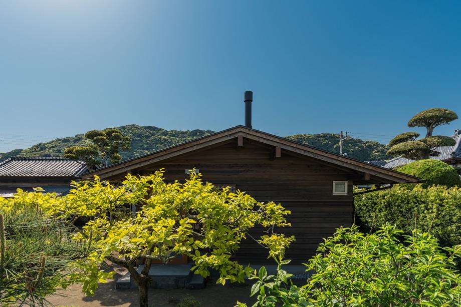 白子の家 裏山とシンクロする屋根の形