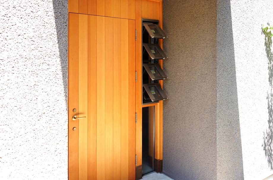 玄関の換気窓(外部)